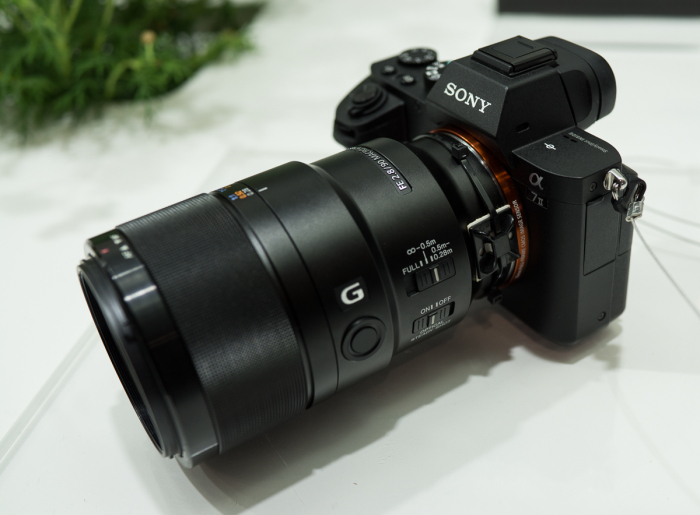 90mm f/2.0 macro